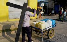 Santa Marta vive su 'viacrucis' por la  falta de agua