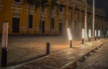 Vándalos destruyen luminarias de la Plaza de la Aduana