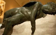 Una de las primeras esculturas de Miguel Ángel seguirá en el Met 10 años más