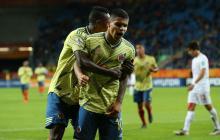 'Cucho' Hernández celebra uno de sus goles con la Selección Colombia.