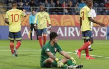 Juan Camilo Hernández celebra el primero de sus tres goles, mientras el arquero Moana Pito se lamenta.