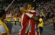 Sebastián Hernández celebra su tanto junto al extremo Freddy Hinestroza.
