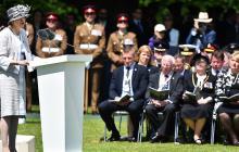Theresa May durante conmemoración del día D.