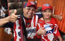 Los esposos Miguel Castro  y Lillis Fontalvo, felices dentro del bus rumbo a la Capital de la República.