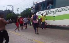 """""""Nos atacaron porque la Policía nos dejó solos"""": hinchas del Junior"""