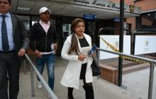 Oneida Pinto saliendo del complejo de Paloquemao.