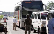 Presidente mexicano dice que no detendrá a migrantes que crucen la frontera con EEUU