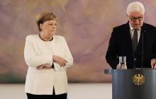 En video | Merkel vuelve a sufrir temblores durante una ceremonia oficial