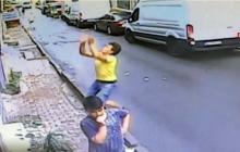 En video   Hombre atrapa a una niña que cae de un segundo piso