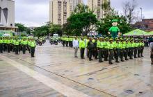 Uniformados de la Policía Nacional, durante un acto público en la Plaza de la Paz, en Barranquilla.