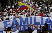 Miles de católicos y evangélicos protestan en Ecuador contra el matrimonio igualitario