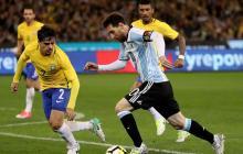Messi durante uno de los tantos duelos con Brasil.
