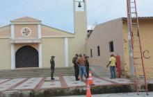 """Amanecen grafitis de """"zona de Atracos"""" en iglesia del barrio San Luis"""