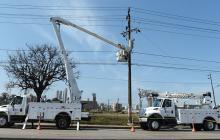 Técnicos de Electricaribe trabajan en la Vía 40.