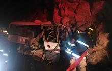 Al menos 19 muertos tras choque de bus contra cerro en ruta de Perú