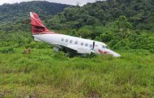 Susto en aeropuerto en Chocó: avión se sale de la pista cuando aterrizaba
