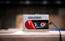 Un Walkman WM-24 parte de la exposición por los 40 años del dispositivo creado por Sony.