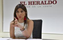 La ministra de Educación, María Victoria Angulo, durante su visita a EL HERALDO.