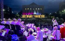 Panorámica del cierre de Barranquijazz 2019  en la Plaza de la Paz. En tarima la orquesta Atlántico Big Band .
