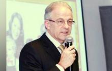 Leo Einsenband, propietario de los almacenes Fedco.