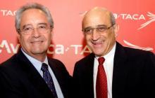 Roberto Kieter y German Efromovich durante un evento de Avianca.