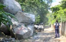 Rocas gigantescas cayeron en la vereda Cacahualito,  a 21 kilómetros de Santa Marta.