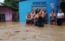 En video | Se desbordó Río Frío: 600 familias damnificadas