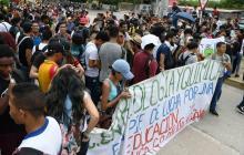 Con plantón, estudiantes de la Uniatlántico bloquean corredor universitario