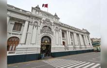 El Congreso de Perú  un día después de que Vizcarra disolviera el parlamento.