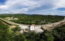 Foto aérea de las obras de doble calzada en el sector donde se ubica una estación de servicio, jurisdicción del municipio de Tubará.