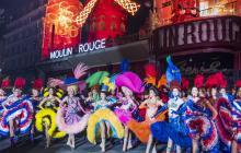En video   El cabaret Moulin Rouge celebra 130 años con espectáculo callejero