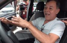 Jhon Carmona en el carro que recuperó la Policía.