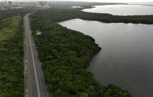 Vista aérea del sector en el que confluye la Ciénaga de Mallorquín con la Circunvalar de la Prosperidad, a la altura de la vía entre Las Flores y La Playa.