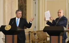 El Presidente Iván Duque en la entrega del estudio sobre la economía colombiana, junto al Secretario del organismo, José Ángel Gurría.
