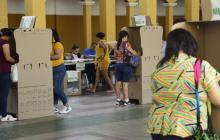 Votantes en el Instituto La Salle.