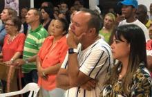 José Chadid y su mujer Katherine Urzola durante la misa de Acción de Gracias luego de ganar la Alcaldía de Tolú.