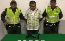 Cae hombre de 62 años por hurto a un establecimiento comercial