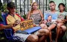 La familia de Madeleine Ramos García reunidas en la terraza de su casa en el barrio Las Moras.
