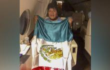 Folleto publicado por la oficina de prensa del Ministerio de Relaciones Exteriores de México que muestra al ex presidente boliviano Evo Morales saliendo de Bolivia en un avión de la Fuerza Aérea mexicana con destino a México.