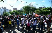 Estudiantes de universidades se concentran en la carrera 46 con calle 93