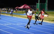 El corredor del registro del Atlántico, Anthony Zambrano, llegando a la meta.