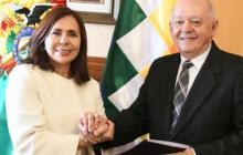 La canciller boliviana, Karen Longaric, posesionó al nuevo Embajador Extraordinario con Representación Plenipotenciaria ante el Gobierno de Estados Unidos de América, Walter Oscar Serrate Cuellar.