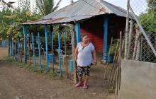 Carmen Hoyos a las afueras de su casa en el municipio de Planeta Rica, Córdoba.