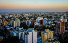 Vista panorámica de varias edificaciones ubicadas en un barrio del norte de Barranquilla.