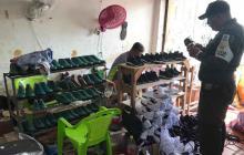 Policía desmantela fábrica de calzado ilegal en Soledad