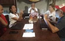Los historiadores Fernando Ferrer, Adonay Moreno, Iván Domínguez, Gloria Gónzáles y Fernando Castañeda reunidos en el momento que redactaron la carta.