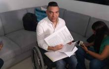 Elkin Javier López durante un allanamiento.