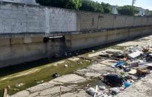 Preocupación por arrojo de basura en arroyo de la 82