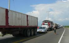 Trancón en vía a Ciénaga por obras viales