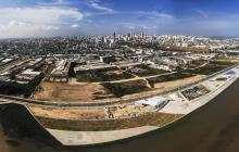 Toma aérea del Gran Malecón del Río, de un sector de Barranquilla y de su extensión de 5 kilómetros frente a la ribera del Magdalena.